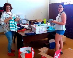 Equipas de voluntários de embalamento de doações 3