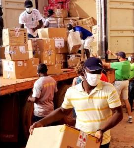 Receção e entrega dos bens doados vindos de Portugal
